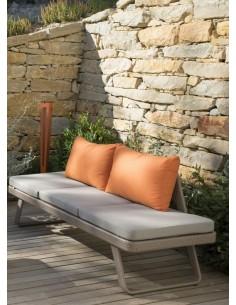 Bain de soleil convertible en canapé LOFA Résine et coussin Olefin gris clair et orange- Les Jardins